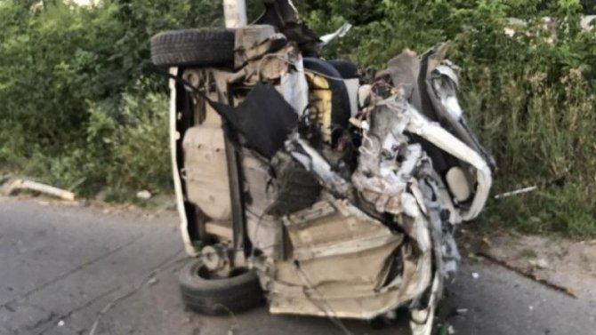 В Саратове иномарка врезалась в столб – водитель погиб