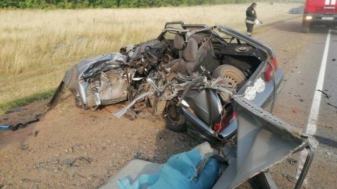 Водитель ВАЗа погиб в ДТП с грузовиком в Оренбургской области