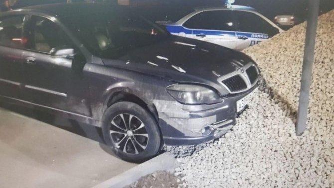 В Саратове пьяный водитель сбил пешехода и врезался в кучу щебня