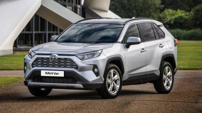 ВРоссии появились две новые версии Toyota RAV4