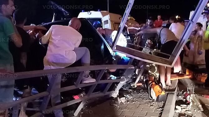 ВВолгодонске неудалась гонка наHyundai Accent, который набольшой скорости врезался врекламный щит— водитель погиб