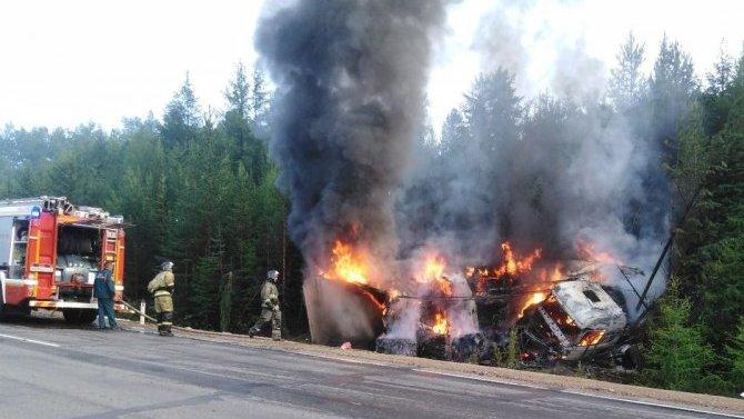 ВЗабайкалье грузовик оказался вкювете иполностью сгорел— водителя спасли, вовремя вытащив изкабины