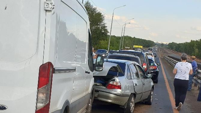 Под Оренбургом произошло массовое ДТП— столкнулись сразу 6 автомобилей