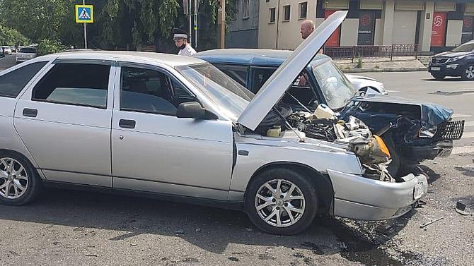 ВоВладикавказе два ВАЗа неподелили дорогу, апострадало три ребёнка