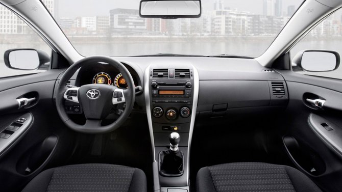 2 Toyota Corolla салон
