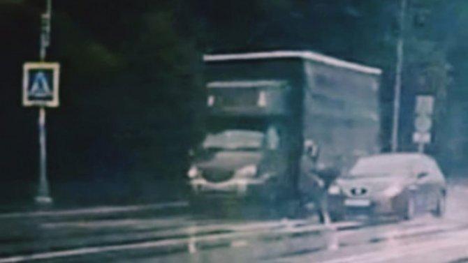 В Петербурге разыскивают водителя, сбившего женщину на улице Бабушкина