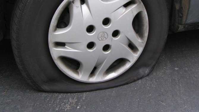 Почему специалисты советуют недокачивать шины автомобиля