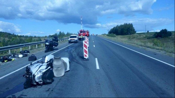 Мотоциклист с пассажиркой пострадали в ДТП в Мордовии