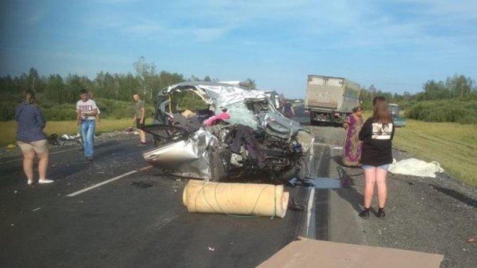 Двое взрослых и ребенок погибли в ДТП в Омской области