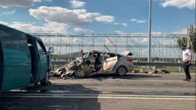 Три человека погибли в ДТП с микроавтобусом в Ростовской области