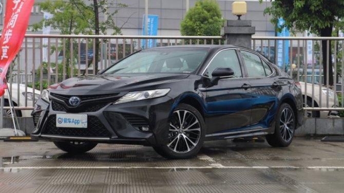 Toyota Camry получила «юбилейное» исполнение