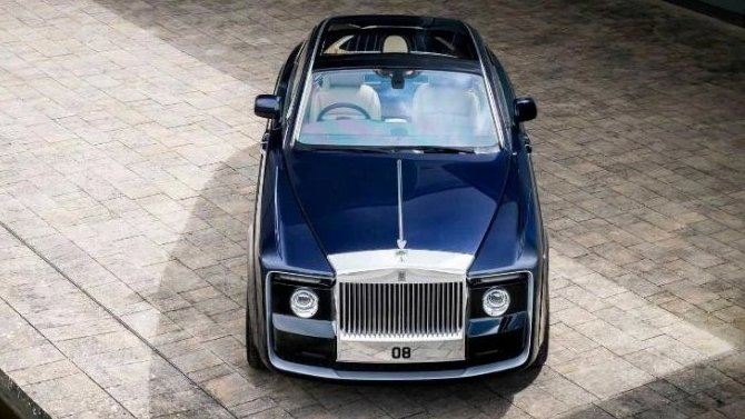 Надорогах появилось новое купе Rolls-Royce