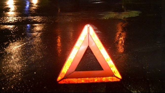 В Челябинске в ДТП на мокрой дороге погибла пассажирка ВАЗа