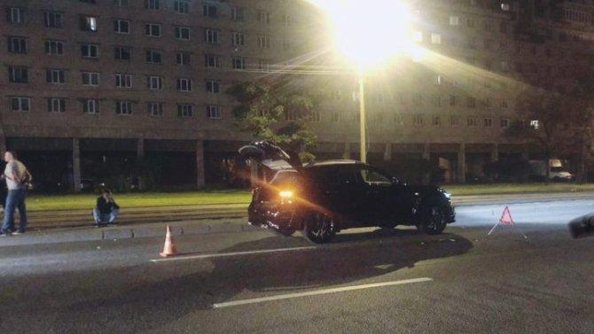 В Петербурге на Бухарестской  иномарка насмерть сбила пешехода