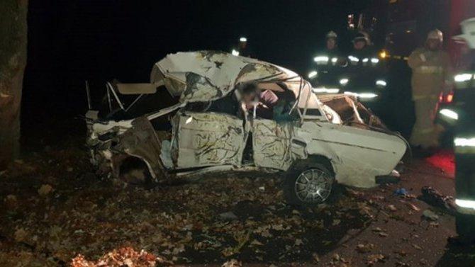 Под Волгоградом ВАЗ с подростками попал в ДТП – погибли двое