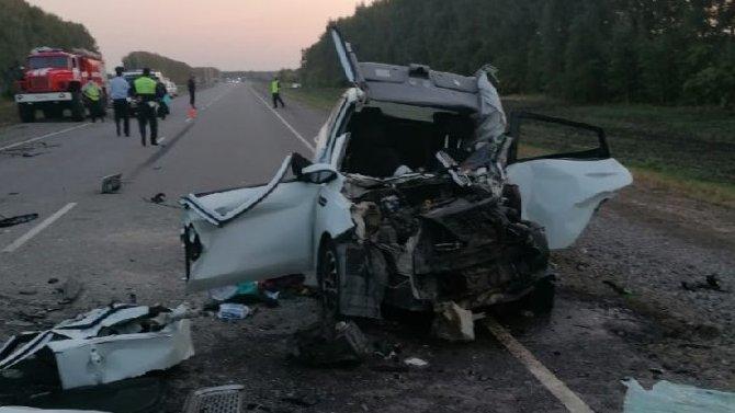 В Тамбовской области в ДТП погибли двое взрослых и ребенок
