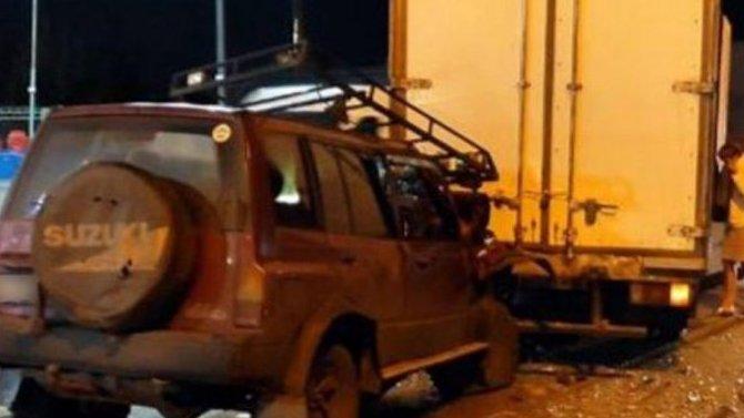 ВНовокузнецке пьяный водитель кроссовера снадписью «Т-34» въехал взад грузовика