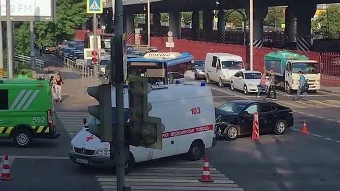 Три человека пострадали в ДТП со «скорой» в Москве