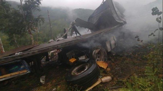 Водитель большегруза погиб в ДТП в Слюдянском районе