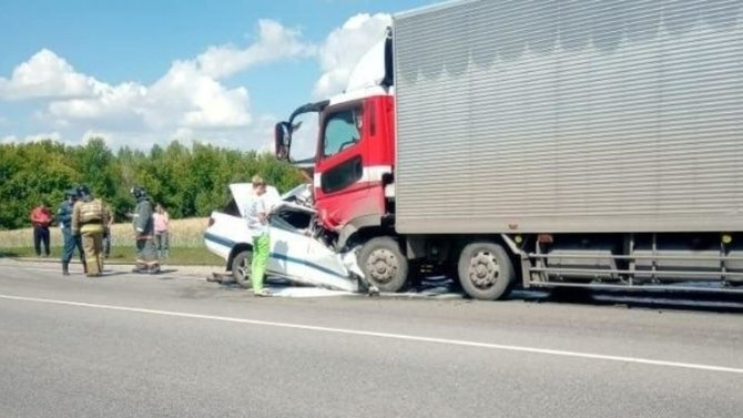 В ДТП с грузовиком на Алтае погибли трое