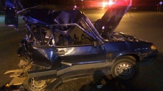 В Тюмени в ночном ДТП с КамАЗом погиб водитель легковушки