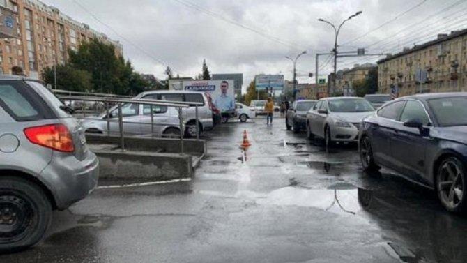В Новосибирске водитель сбил женщину и скрылся