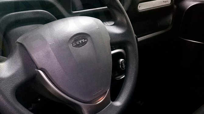 Показан интерьер электромобиля Zetta с рулём от Lada Granta