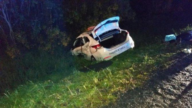 Два человека погибли в ДТП с такси в Архангельской области