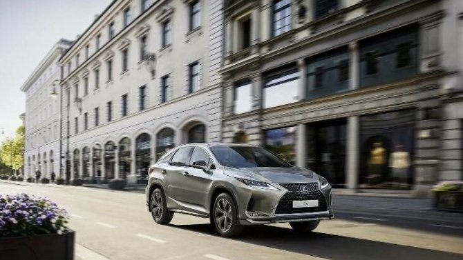 Кроссовер LexusRX получит новое исполнение