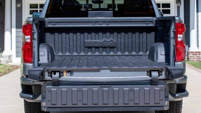 Пикап Chevrolet Silverado оснастят многофункциональным задним бортом