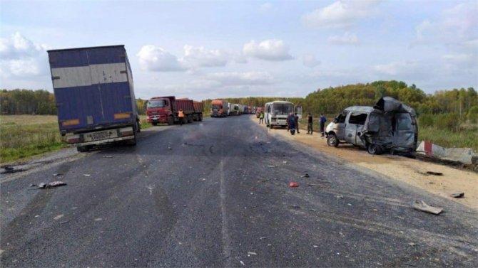 Двое дорожных рабочих погибли в ДТП под Красноярском