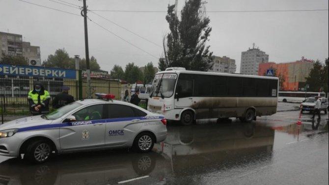 В Омске маршрутка насмерть сбила женщину