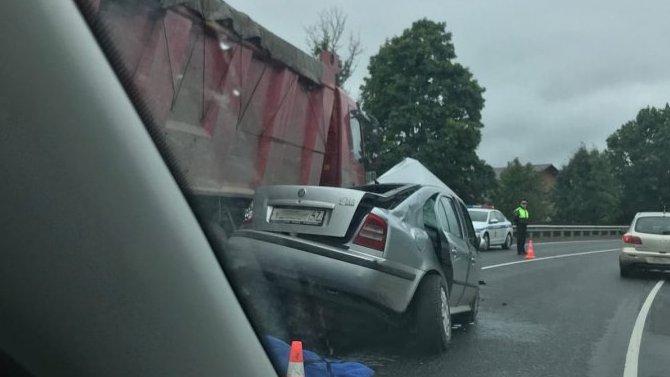 Водитель легковушки погиб в ДТП на «Нарве»