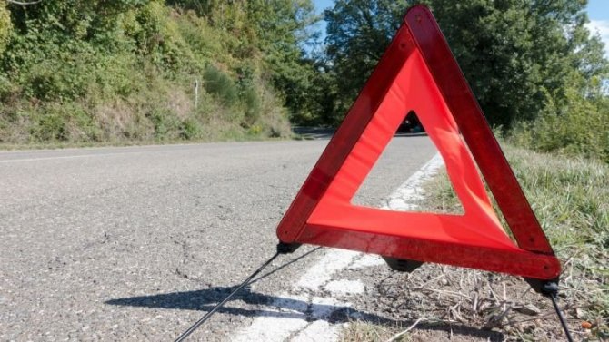 Два человека погибли при опрокидывании машины в Приамурье