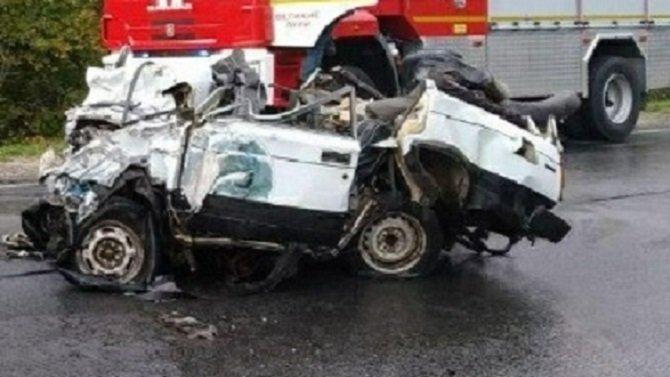 Водитель ВАЗа погиб в ДТП с фурой в Великолукском районе