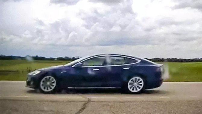 Tesla вновь оказалась в центре скандала