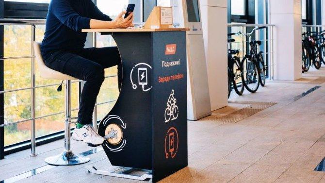 Сел телефон— крути педали: вМоскве появилась велозарядка для гаджетов