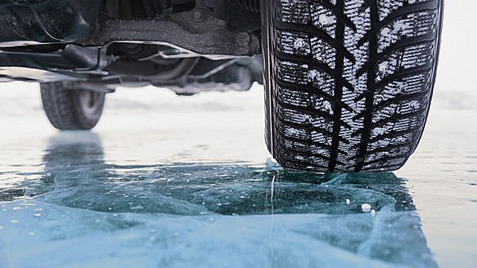 ВМВД хотят запретить использовать шины непосезону: залетнюю резину зимой будут брать штраф