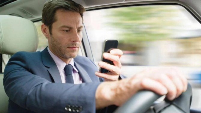 ВВеликобритании хотят полностью запретить использование телефонов зарулём