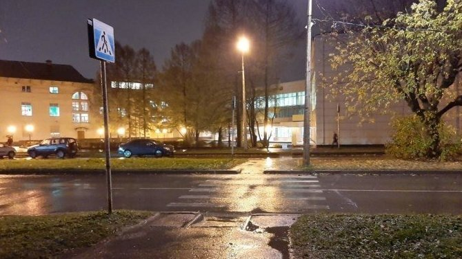 В Череповце автомобиль сбил двух девушек