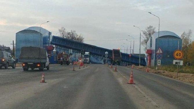 В Ленобласти грузовик снес надземный переход