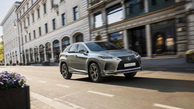 ВРоссии поступил впродажу «почерневший» LexusRX