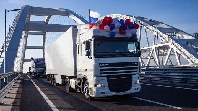 За 2 года по Крымскому мосту проехало 1,5 млн грузовиков