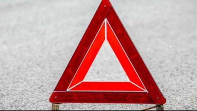 В ДТП с двумя грузовиками в Москве погиб человек