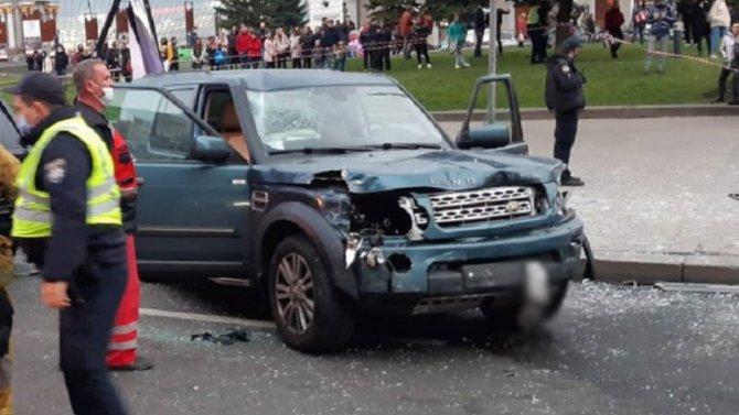 В Киеве автомобиль насмерть сбил двух человек