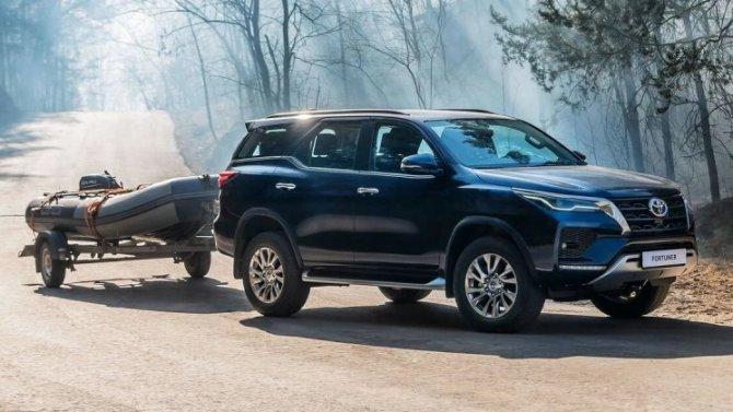 Начались российские продажи обновлённого внедорожника Toyota Fortuner