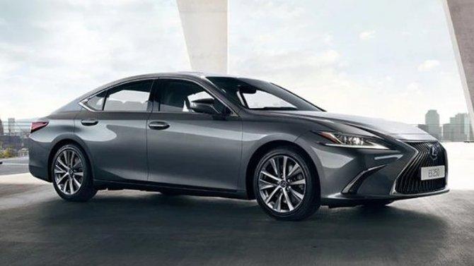 ВРоссии начались продажи новой версии седана LexusES 250