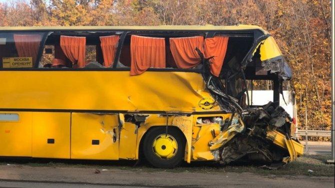 В Самарской области столкнулись автобус и КамАЗ