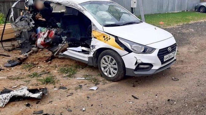 Два пассажира такси погибли в ДТП в Подмосковье