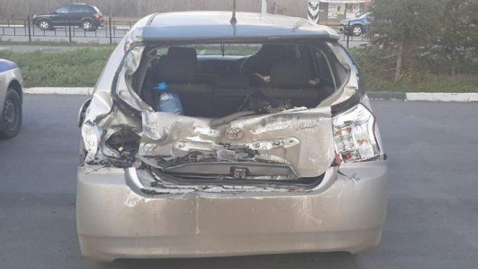 2-летняя девочка пострадала в ДТП с грузовиком в Омске